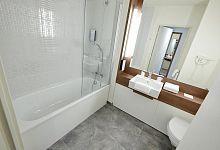 Moderní hotelová koupelna