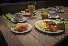 Snídaně podávaná v hotelu