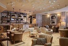 Společné prostory hotelu s posezením