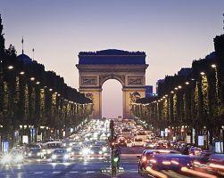 Vítězný oblouk na Champs Elysées