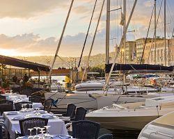 Posezení v přístavu v Neapoli