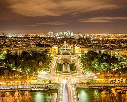 Noční pohled z Eiffelovy věže