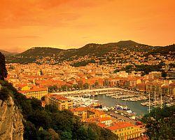 Přístav Nice při západu slunce