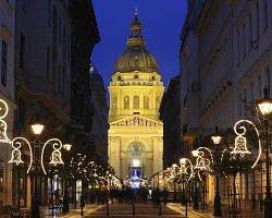 Vánoční atmosféra před bazilikou