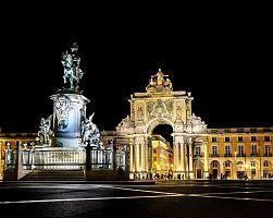 Noční náměstí v Lisabonu