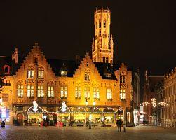 Vánočně laděné náměstí v Bruggách
