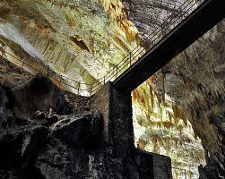 Jeskyně Postojna v krasové oblasti