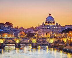 Noční pohled na Vatikán