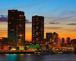 Okouzlující noční Rotterdam