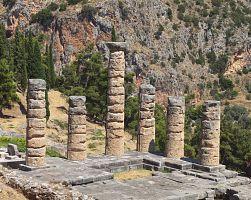 Apolonův chrám v Delfách