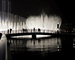 Večerní vodní show Dubai Fountain