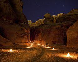 Noční Petra v Jordánsku