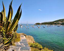 Pobřeží přístavního Cadaqués