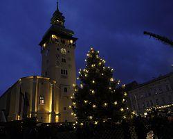 Vánoční trh na náměstí v Retzu