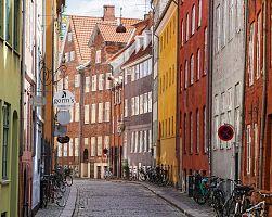Jedna z malebných uliček v Kodani