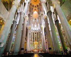 Interiér Gaudího katedrály Sagrada Familia