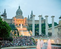 Magická fontána a palác na Montjuïcu