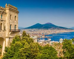 Neapol s výhledem na Vesuv