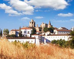 Évora je město zapsáno na seznamu světového dědictví UNESCO