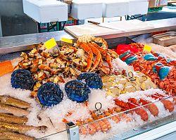 Hojně navštěvovaný rybí trh v Bergenu