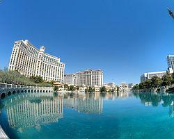 Hotely se velmi často odrážejí ve vodní hladině