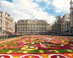 Grande Place s květinovou parádou