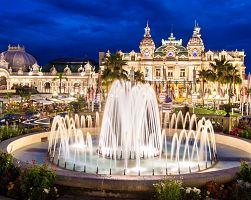 Kasino v Monte Carlu s fontánou