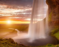 Seljalandsfoss při západu slunce