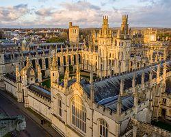 Pohled na univerzitu v Cambridge