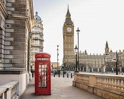 Proslulá hodinová věž Big Ben