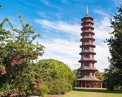 Japoonská pagoda v zahradě Kew Gardens