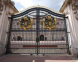 Hlavní brána Buckingham Palace