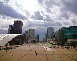 Moderní čtvrť La Défense
