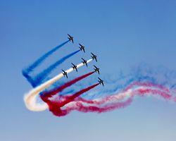 Letecká show v rámci oslav Velké francouzské revoluce