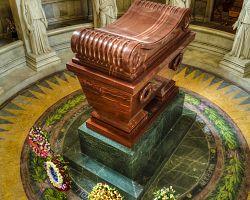 Napoleonova hrobka v komplexu Invalidovny