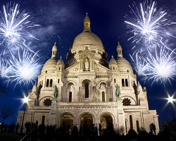 Oslavy a ohňostroj na Montmartru