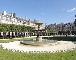 Bývalé královské náměstí Place des Vosges