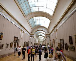 Překrásné interiéry muzea Louvre