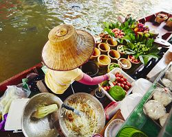 Thajská kuchyně přímo na lodi