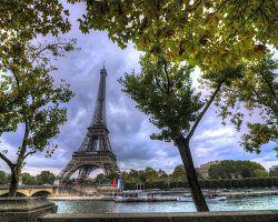 Eiffelova věž v barvách podzimu