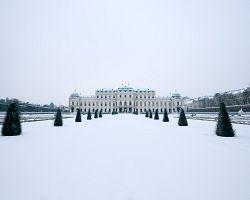 Palác Evžena Savojského pod sněhovou pokrývkou.