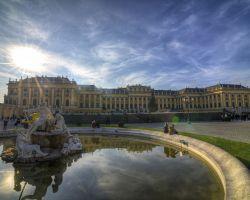 Ne nadarmo se Schönbrunnu říká rakouské Versailles.
