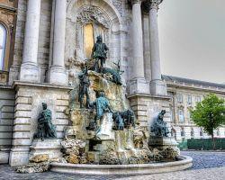 """Fontána pojmenovaná po Matyáši Korvínovi je známá také jako uherská """"Fontana di Trevi""""."""