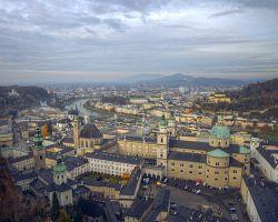 Městem protéká řeka Salzach