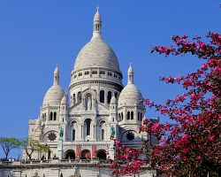 Bělostná bazilika Sacré Coeur