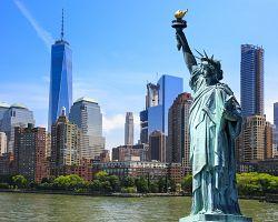 Majestátní socha Svobody a výhled na Manhattan