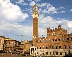 Náměstí Campo a majestátní věž Torre del Mangia
