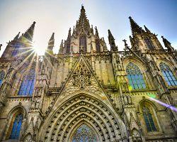Majestátní katedrála v Gotické čtvrti v Barceloně