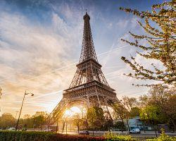 Eiffelova věž v plné kráse