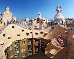 Pohled do nitra domu La Pedrera přímo ze střechy